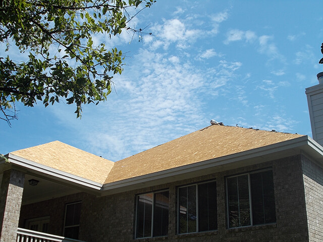 Roof with asphalt shingles that are need of repair.